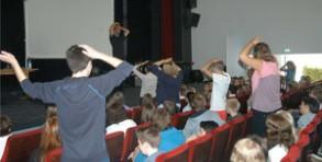 Christian Bischoff motivierte die Schüler mit Spielen aller Art.