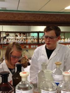 Konzentriertes Arbeiten im Labor