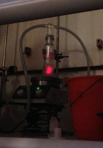 Schauversuch: rote Chemiluminiszenz von Singulett-Sauerstoff