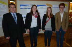 von links: Prof. Dr. Andreas Stein (Carl-von-Ossietzky-Universität Oldenburg, FB Mathematik), Laura, Nicole, Jonas