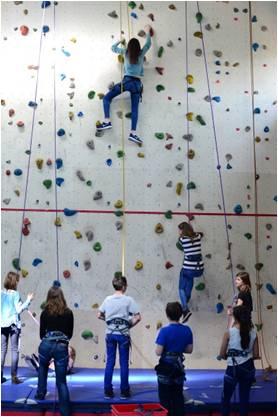 Collège Streinger, Turnhalle mit Kletterwand (Fotos: Popko 2015)